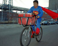 De la serie The real story of The Superheroes, 2005-2010. Superman es NOE REYES originario del Estado de Puebla. Trabaja como repartidor de comida rápida en Brooklyn New York. Manda 500 dólares a la semana.
